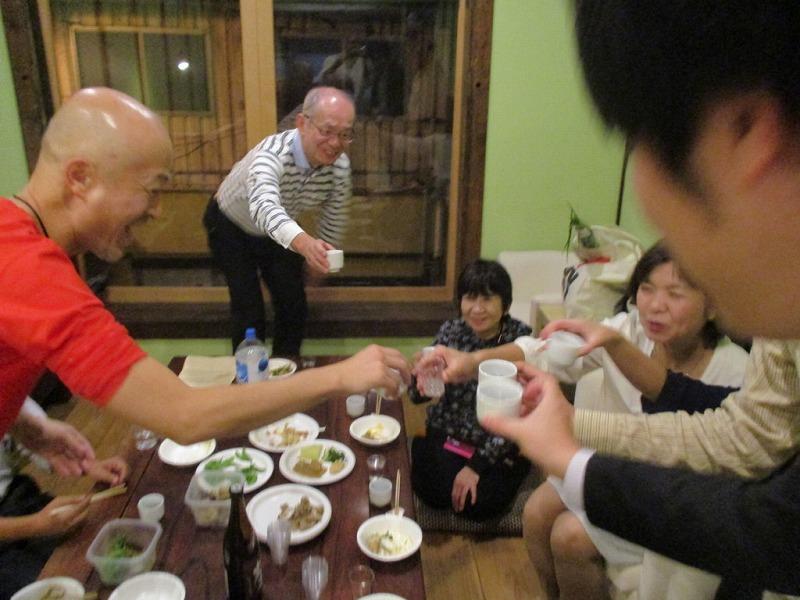博多古民家での筑後の日本酒の会の乾杯風景