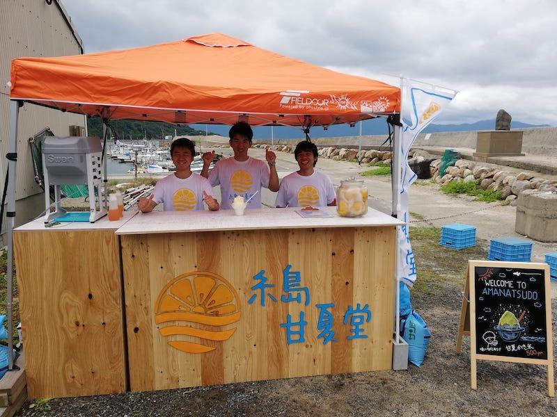 糸島甘夏堂の店舗と学生たちの様子