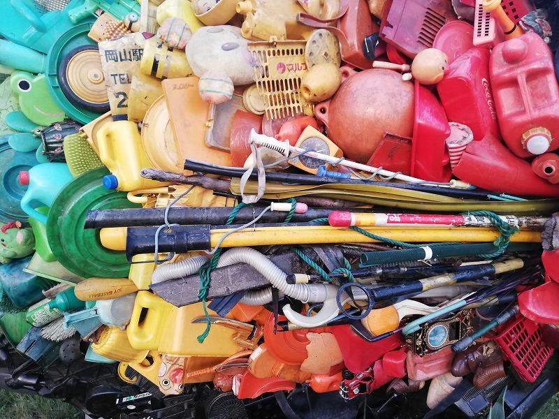 宇野のチヌの詳細。洗面器やタンク、バケツのフタなどプラスチックで出来ている