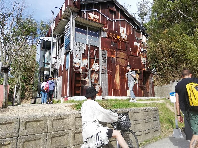 直島の家プロジェクト。大竹伸朗の作品「はいしゃ」