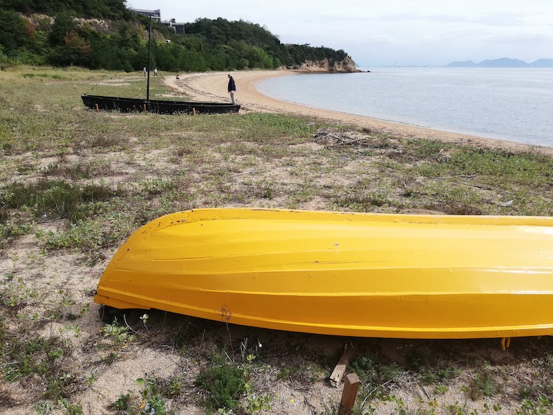ジェニファー・バートレットの「黄色と黒のボート」