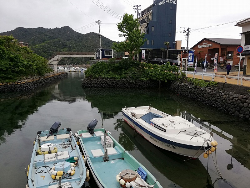 芥屋漁港の石積みは昔から変わらない風景